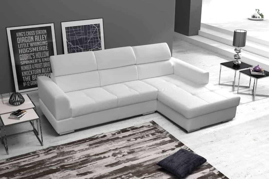 Ricardo sofa med chaiselong set for fra på flot baggrund