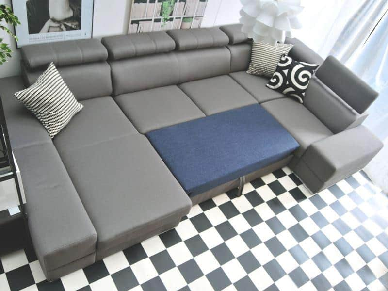 Ashley u sofa i sort farve vist omdannet til seng