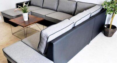 Lancaster  placeret i en stue set bagfra