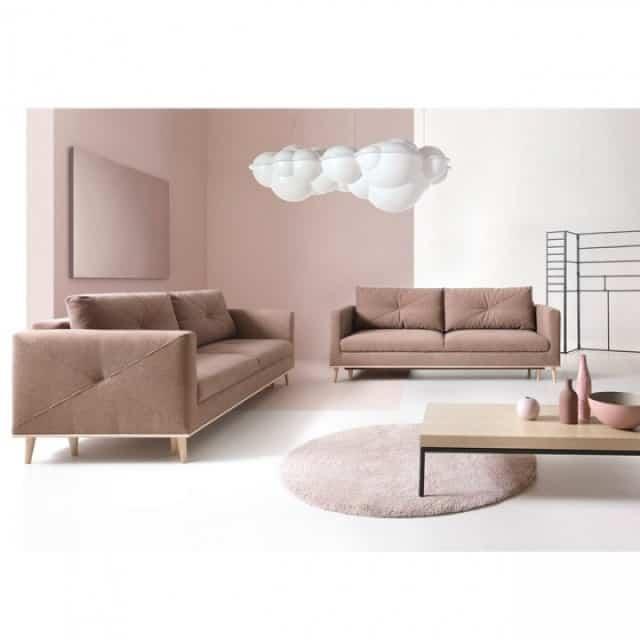Lavende placeret i en stue set forfra